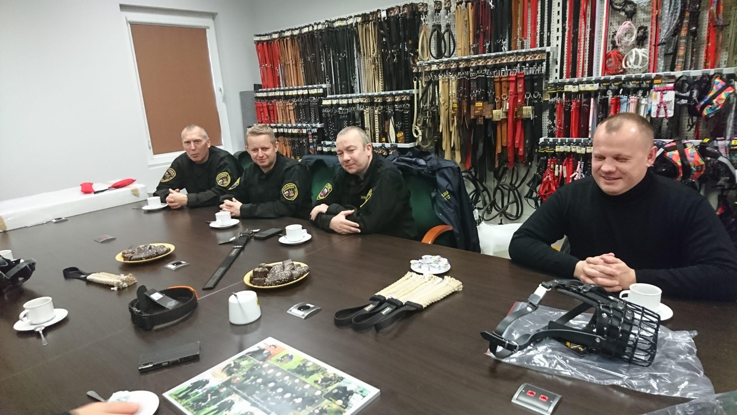 Przewodnicy psów służbowych Straży Miejskiej w Bydgoszczy gośćmi Dingo Gear